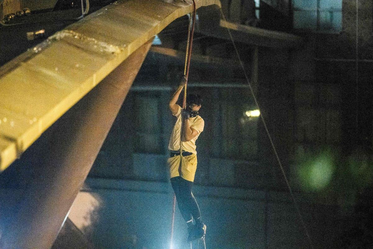 Mielenosoittaja pakeni yliopistolta Hongkongissa 18. marraskuuta.
