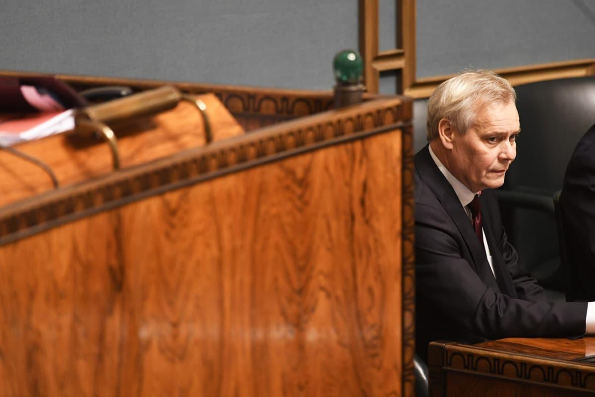 Väistyvä pääministeri Antti Rinne eduskunnan täysistunnossa Helsingissä 3. joulukuuta.