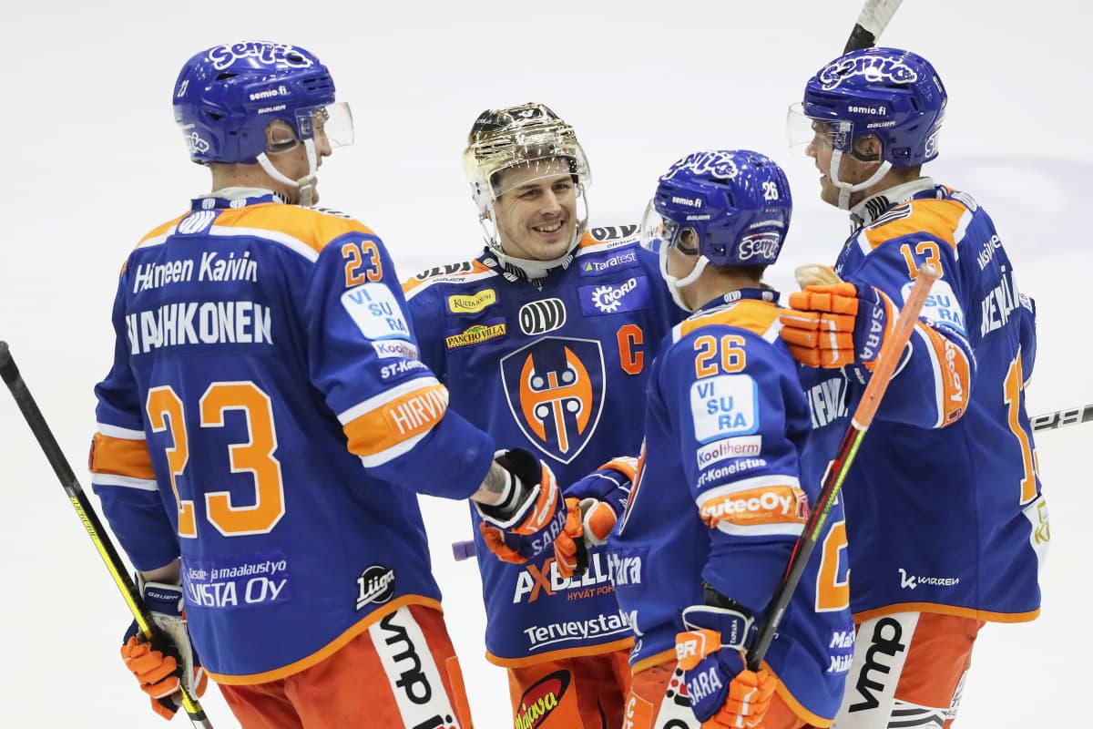 Kristian Kuusela ja Jere Karjalainen olivat liekeissä lauantaina Helsingissä.