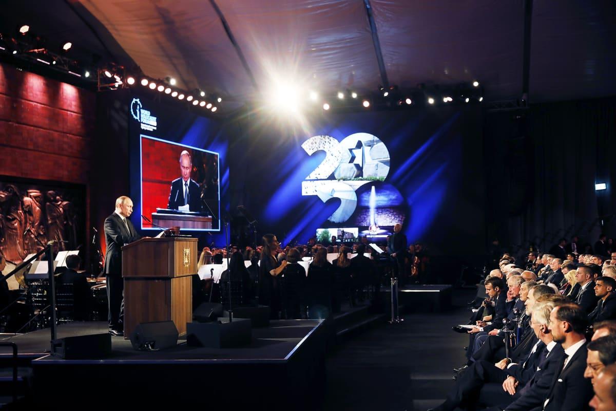 Venäjän presidentti Vladimir Putin puhuu holokaustin päättymisen juhlassa Jerusalemissa.