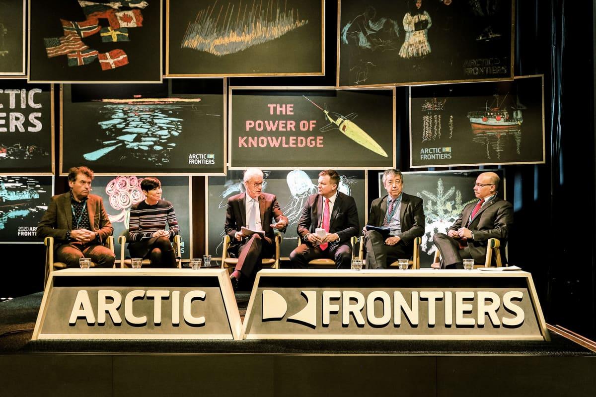Arctic Frontiers - konferenssin osallistujia Tromssassa Norjassa.