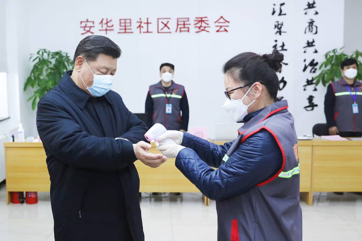 Kiinan presidentti Xi Jinpingin lämpötila mitataan.
