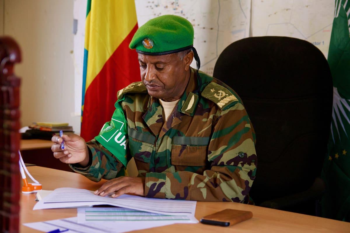 AMISOM-joukkojen komentaja Alemu Ayene ei usko, että Somalian armeija pystyy täyttämään sen aukon, jonka AMISOM jättää lähtiessään.