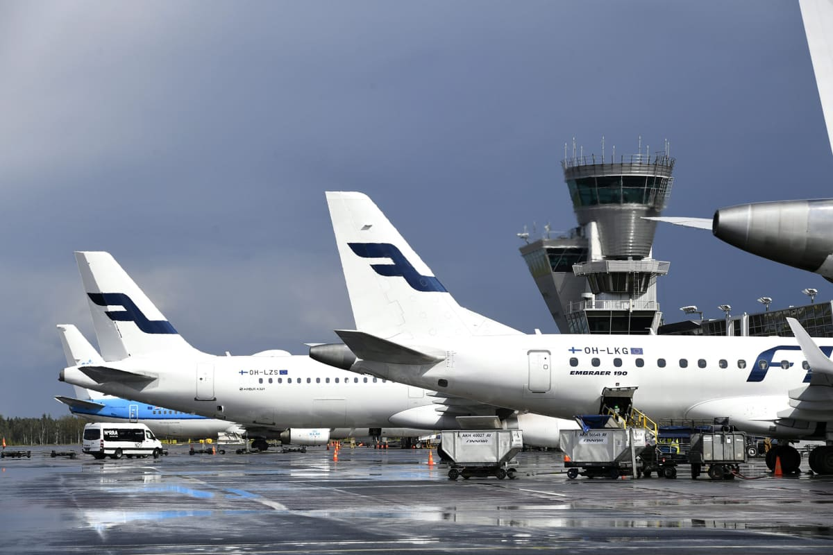 Finnairin lentokoneita Helsinki-Vantaan lentokentällä
