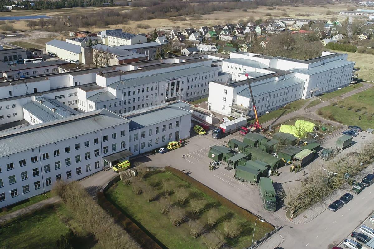 Kuressaaren sairaalan yhteyteen on perustettu koronakriisin takia väliaikainen kenttäsairaala.