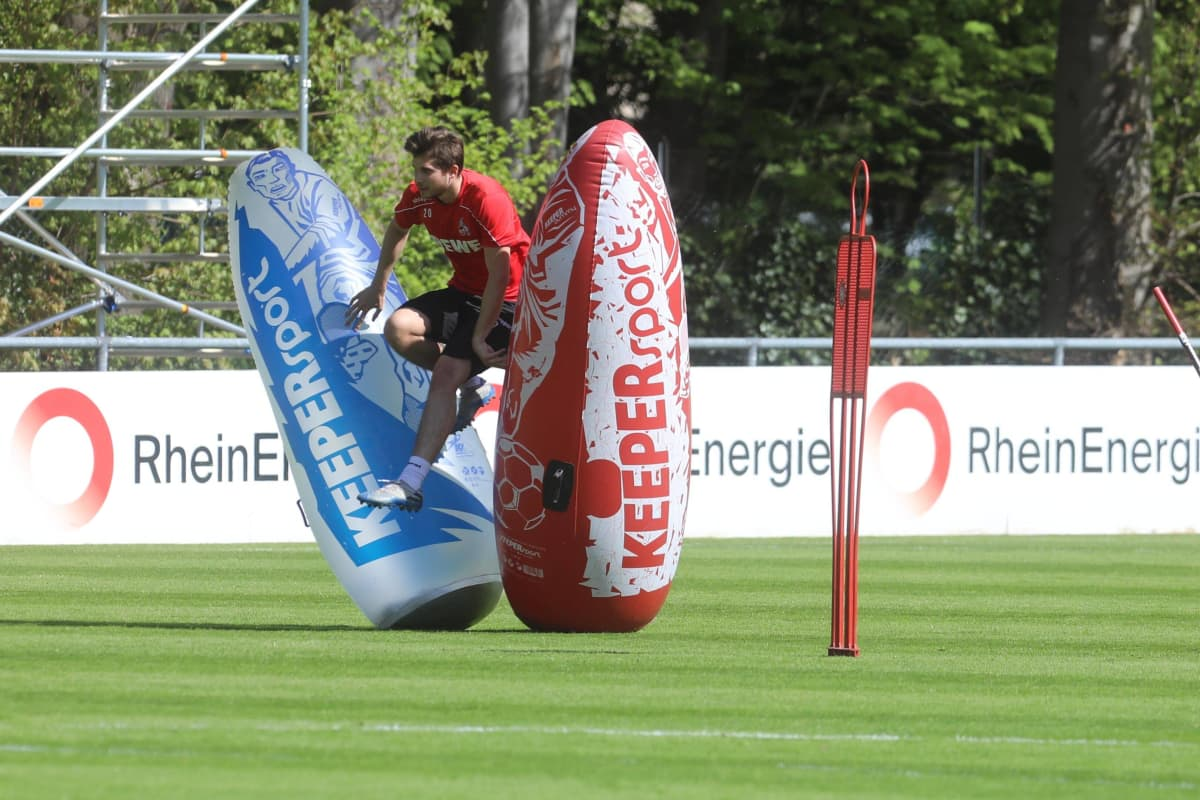 FC Köln Bundesliga Elvis Rexbecaj treenaa koronan aikana