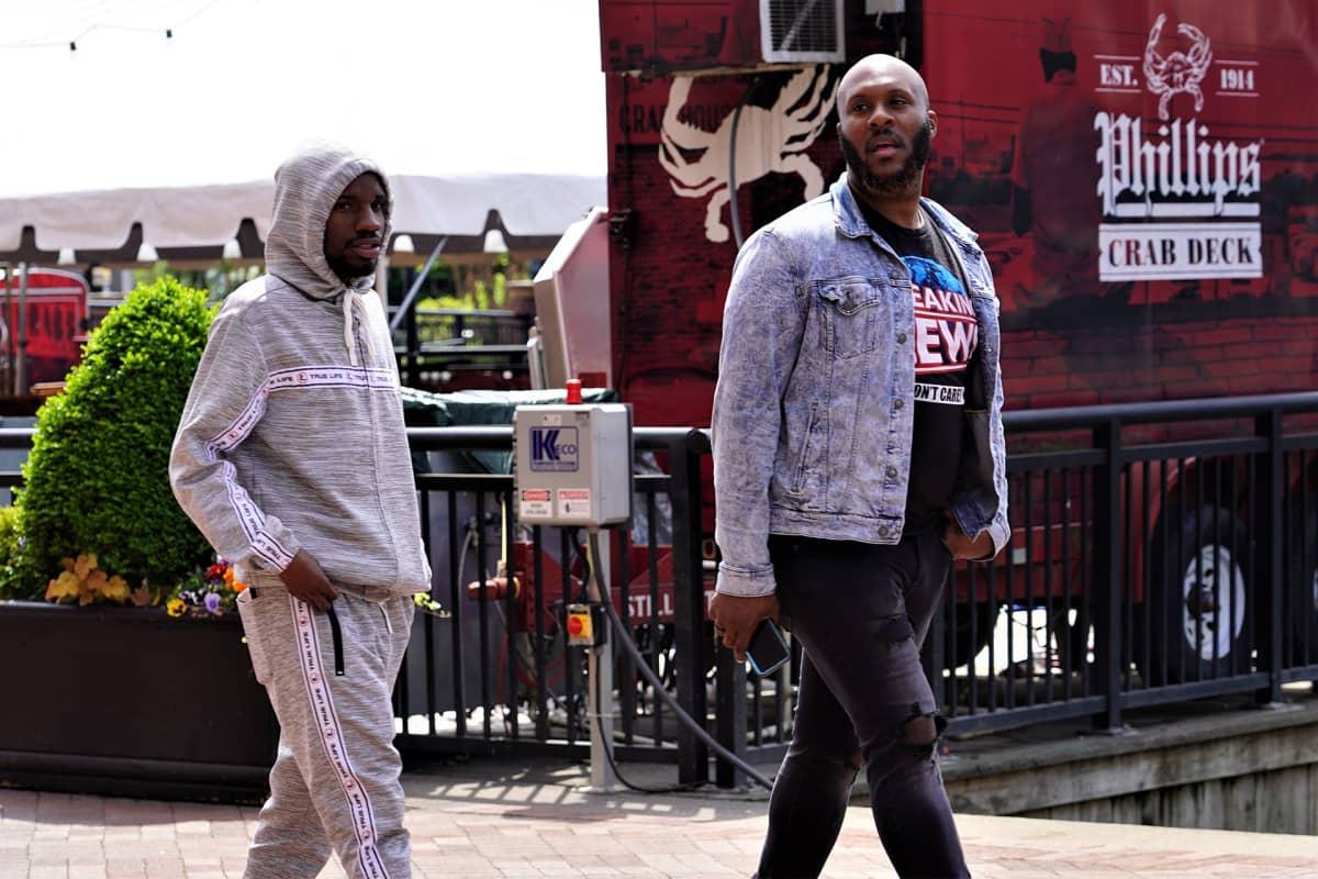Baltimoren liikkeet ovat kiinni, mutta kaduilla liikkumista ei ole kielletty.