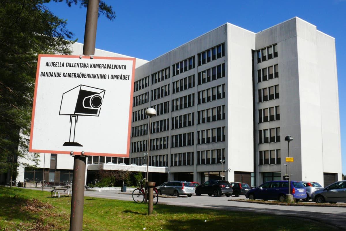 Kuvassa on Nihtisillan vastaanottokeskus.