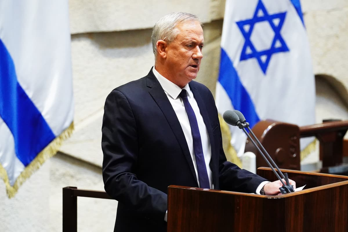 Benny Gantz Knessetin istunnossa.