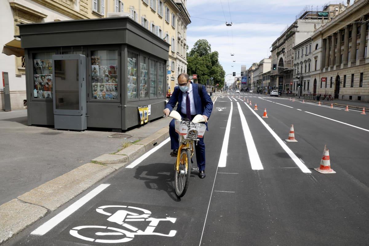 Marco Granelli polkee pyörätiekaistaa