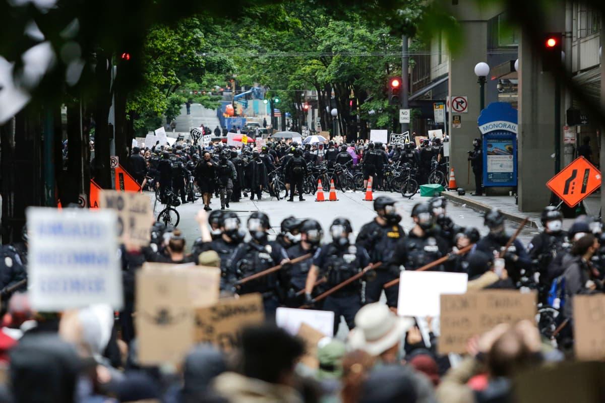 Mielenosoitus Seattlen Washingtonissa 30. toukokuuta 2020.