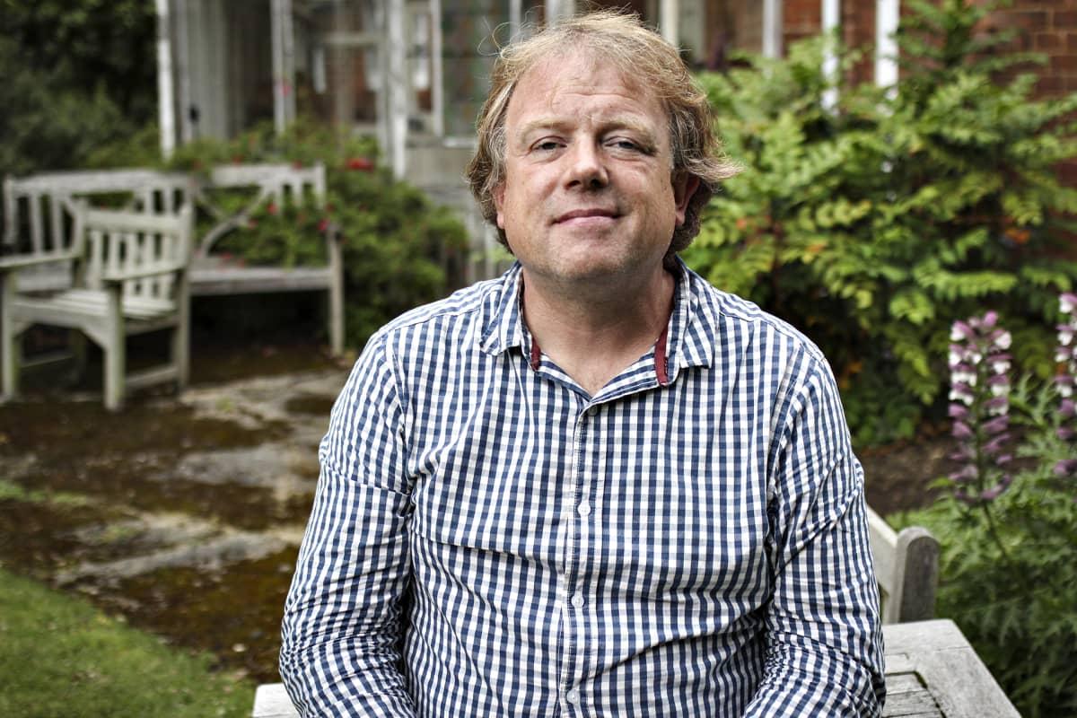 Nick Hillman puutarhassa.