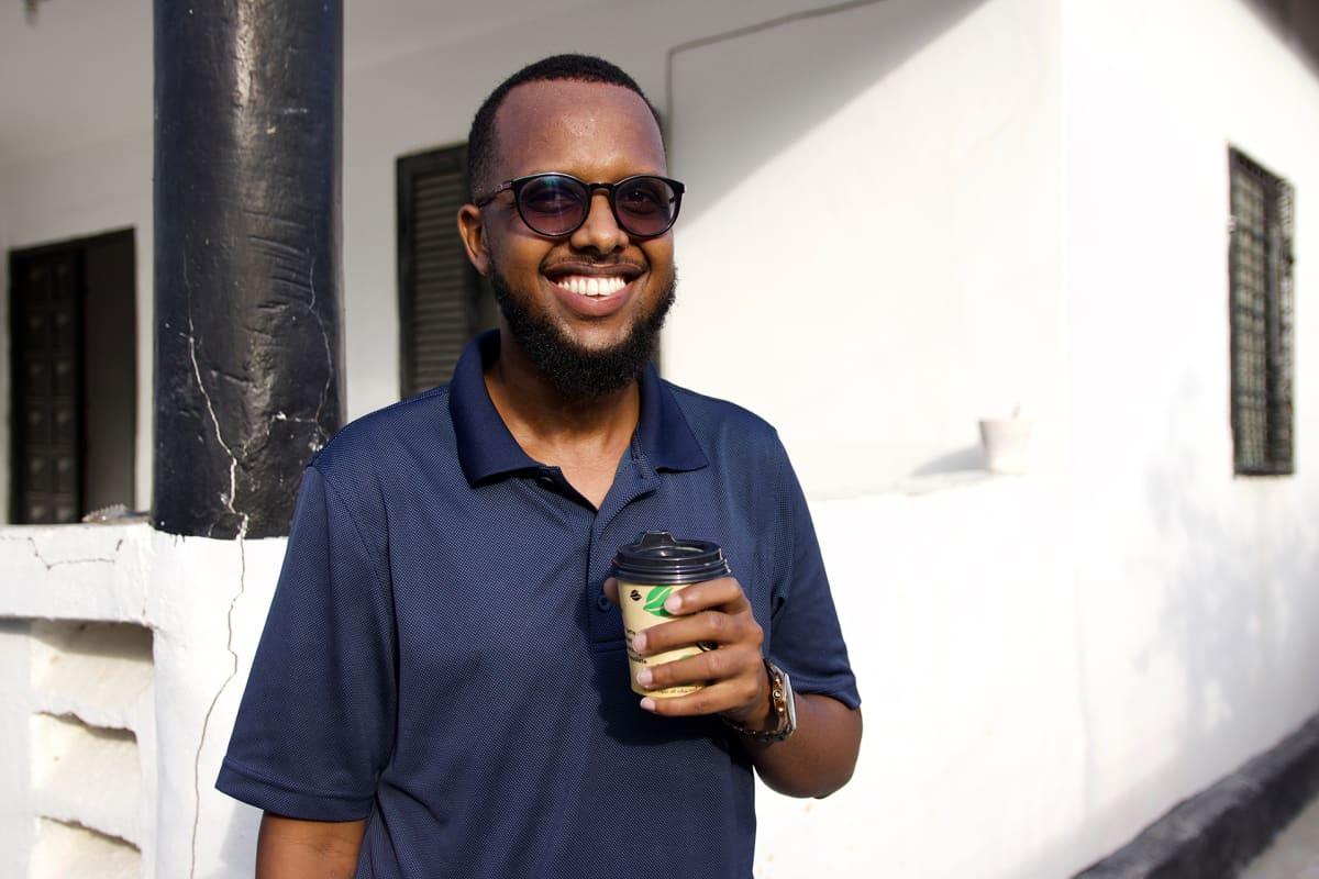 Abdullahi Mohamed muutti takaisin Somaliaan Ruotsista ja tilasi itselleen ja ystävilleen kotiin kahvia.