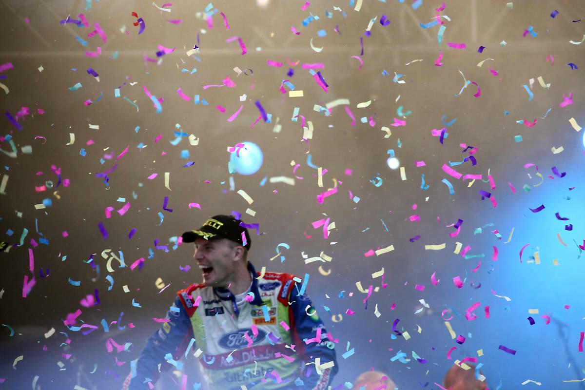 Jari-Matti Latvala voittohulinoissa Jyväskylän MM-rallin 60-vuotiskisassa 2010.