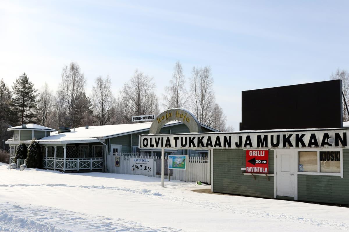 Viihdekeskus Hojo Hojo Tuusniemellä.