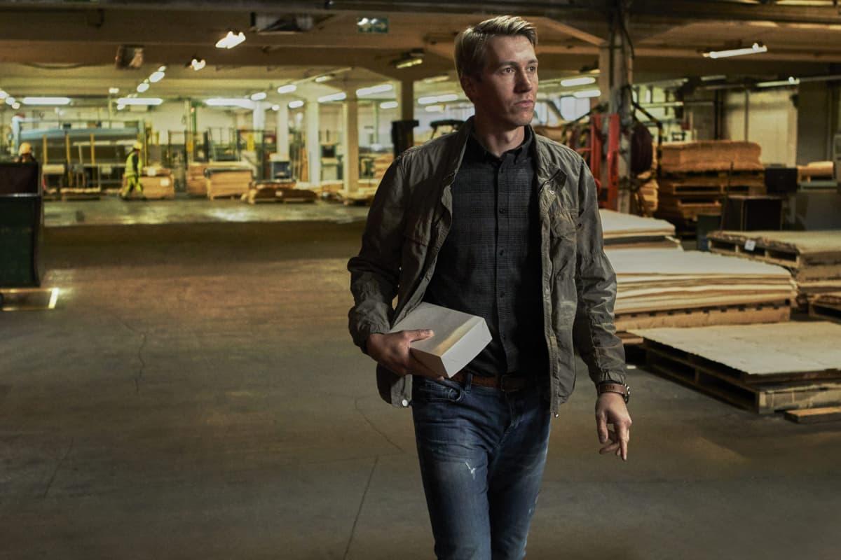 Vatanen tehtaalla.