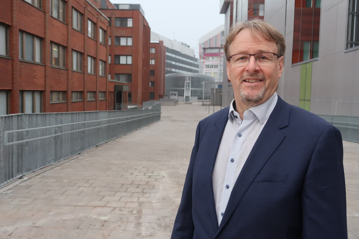 Timo Laine Turun Teknologiakeskuksen maisemissa.