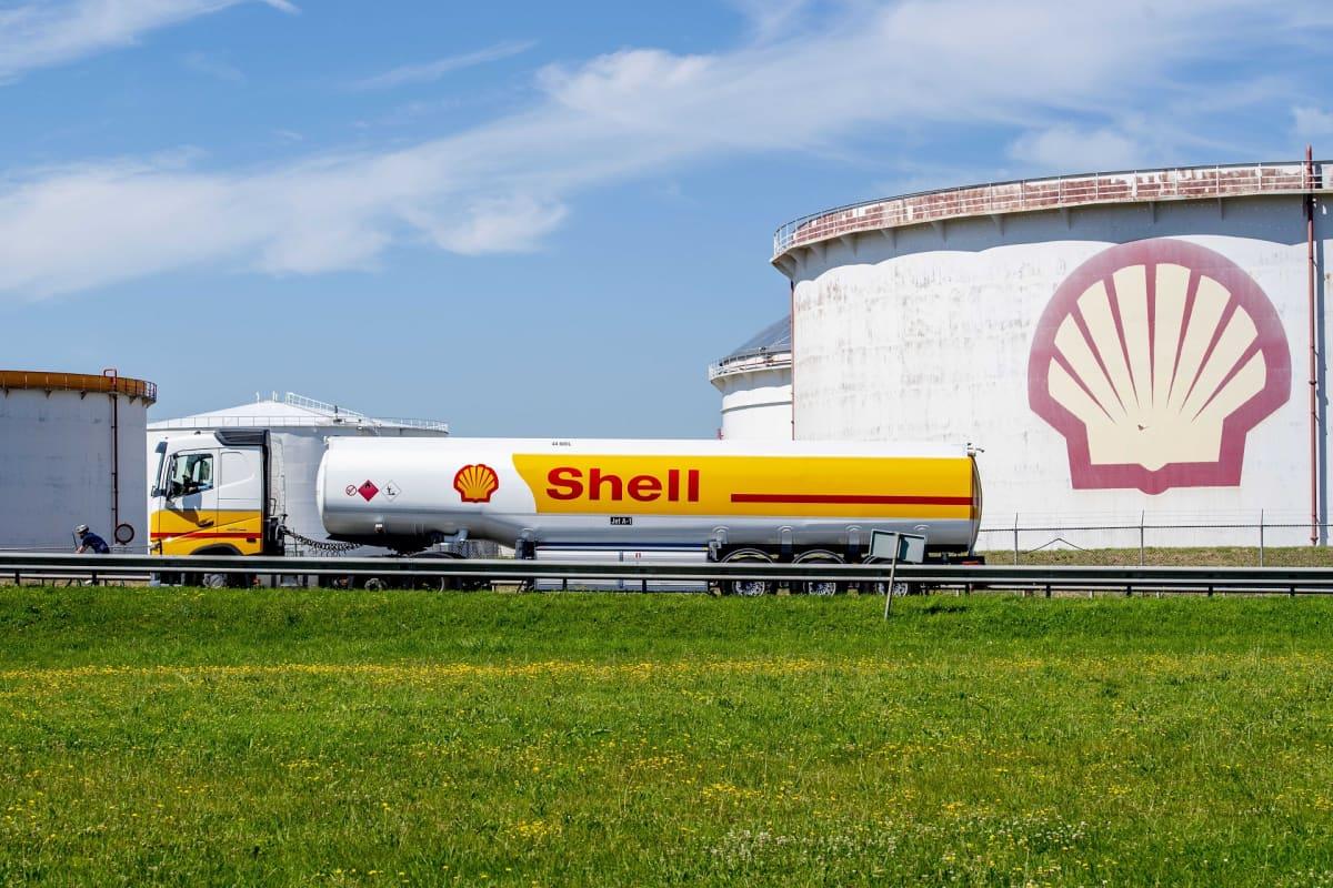 Öljy-yhtiö Shellin varasto Rotterdamissa