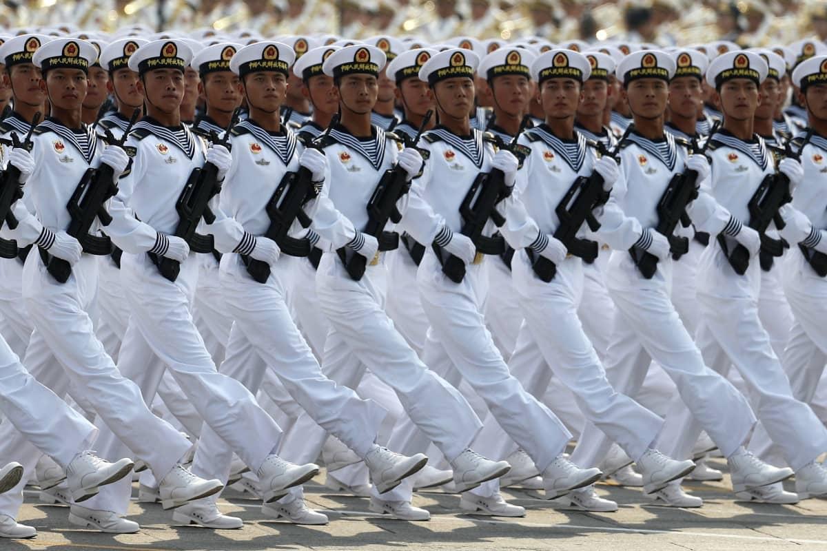 Kiinan laivaston sotilaita sotilasparaatissa Pekingin Tiananmen-aukiolla