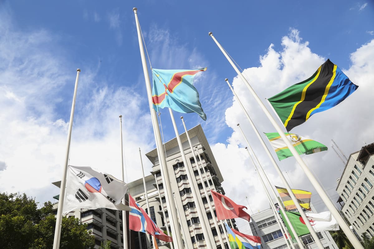 Lippuja pulitangossa Sar es Salaamissa.