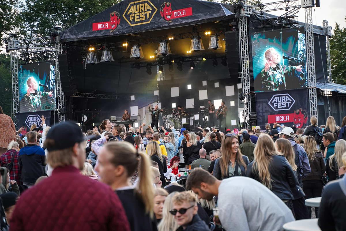 Aura Fest, Elastinen