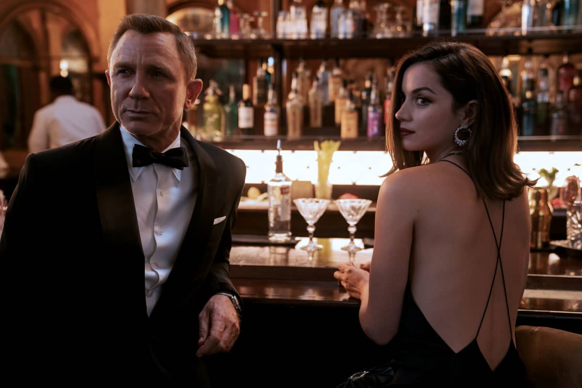 James Bond (Daniel Craig) and Paloma (Ana de Armas) in NO TIME TO DIE an EON Productions and Metro Goldwyn Mayer Studios film Credit: Nicola Dove © 2020 DANJAQ, LLC AND MGM. ALL RIGHTS RESERVED.
