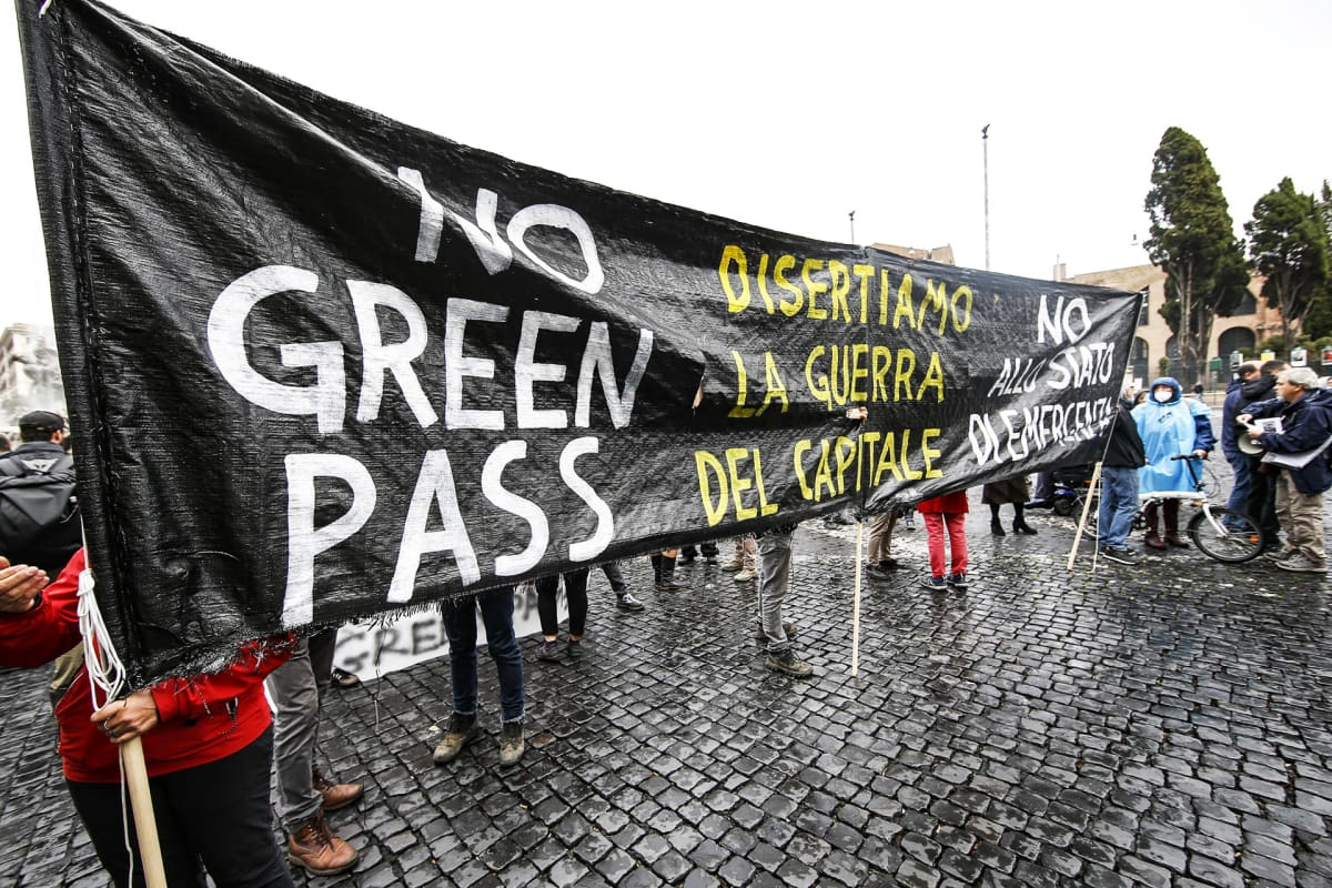 Vihreää passia vastustava mielenosoitus Roomassa 11. lokakuuta.