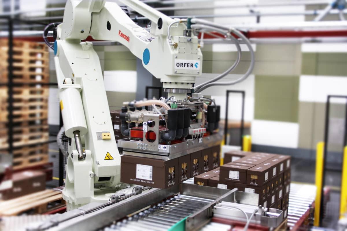 Orfer huoltaa ja tarjoaa tukitoimia muun muassa teollisuusrobottien kanssa.
