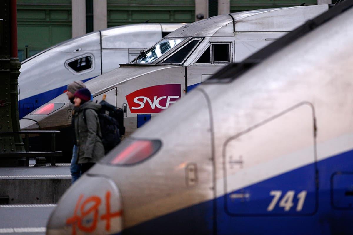 SNCF:n junia Gare de Lyonin asemalla Pariisissa.