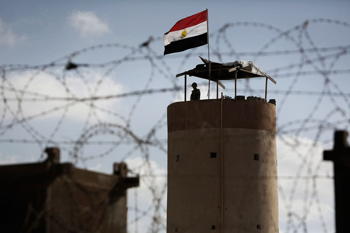 Egyptiläinen vartija Gazan ja Egyptin rajalla.