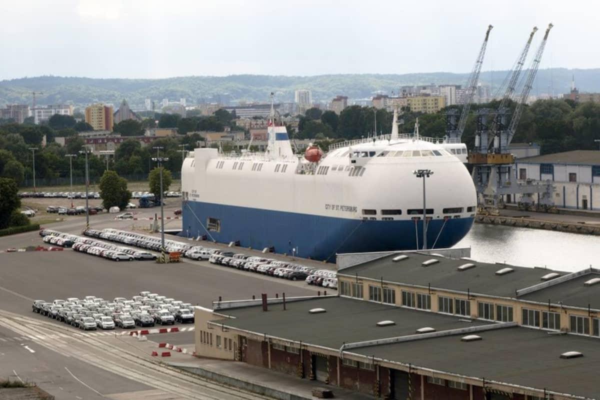 City of St. Petersburg -alus Puolan Gdanskin satamassa.