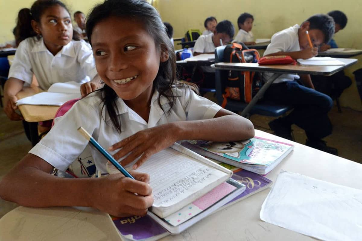 Lapsille opetetaan äidinkielenä yleensä gunaa, mutta espanja tulee vastaan viimeistään koulussa.