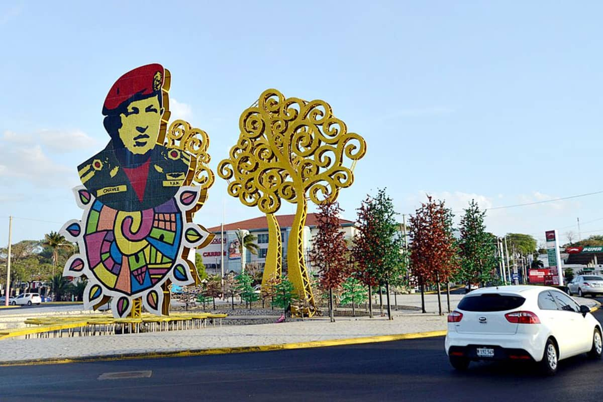Hugo Chávezin kuva kaupungissa.