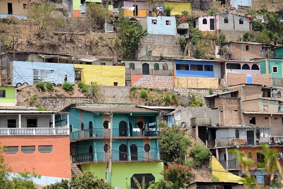 Hondurasin pääkaupungin köyhät alueet ovat täysin katujengien hallinnassa.