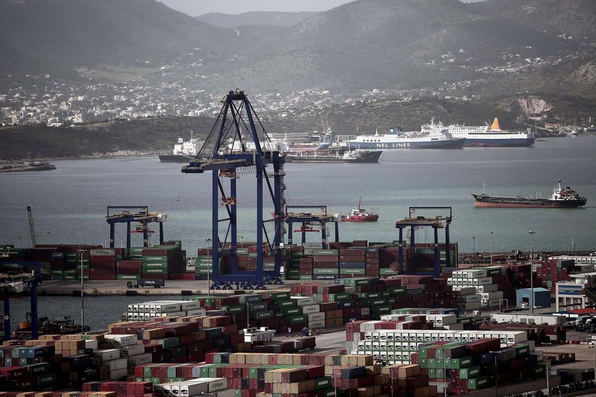 Kuvassa Kreikan suurin satama Pireus, Ateenan edustalla, 14. toukokuuta.