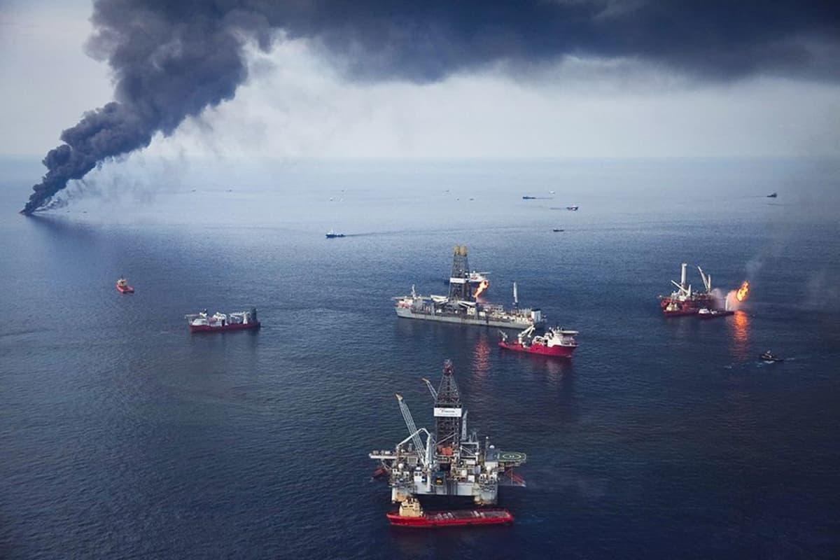 Öljy-yhtiö BP:n Deepwater Horizon -öljynporauslautta.