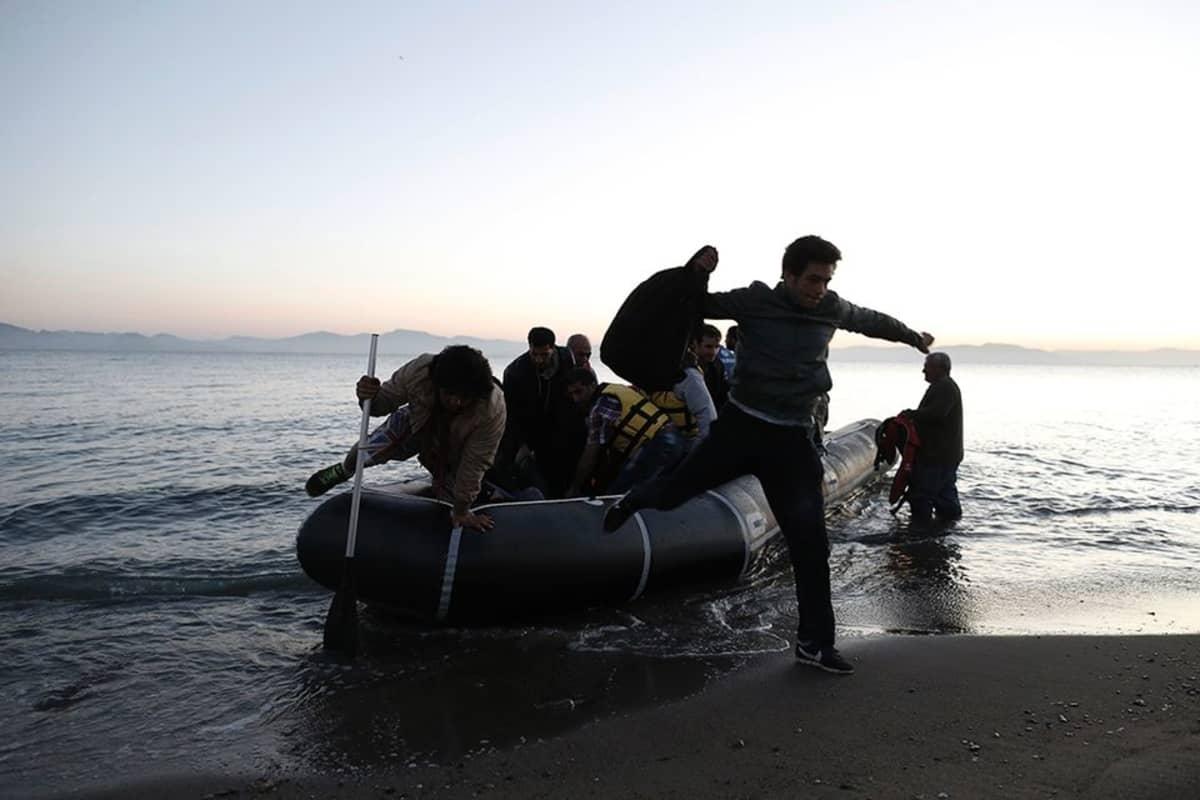 Syyrialaisia pakolaisia saapui kumiveneellä Kosin saarelle Kreikassa, 6. toukokuuta.