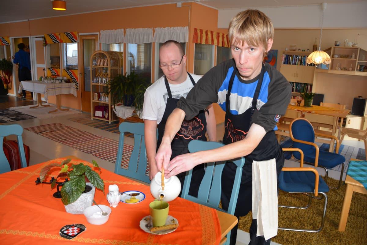 Joni ja Juha ovat töissä Ihme ja Kumma -olohuoneessa Salossa.