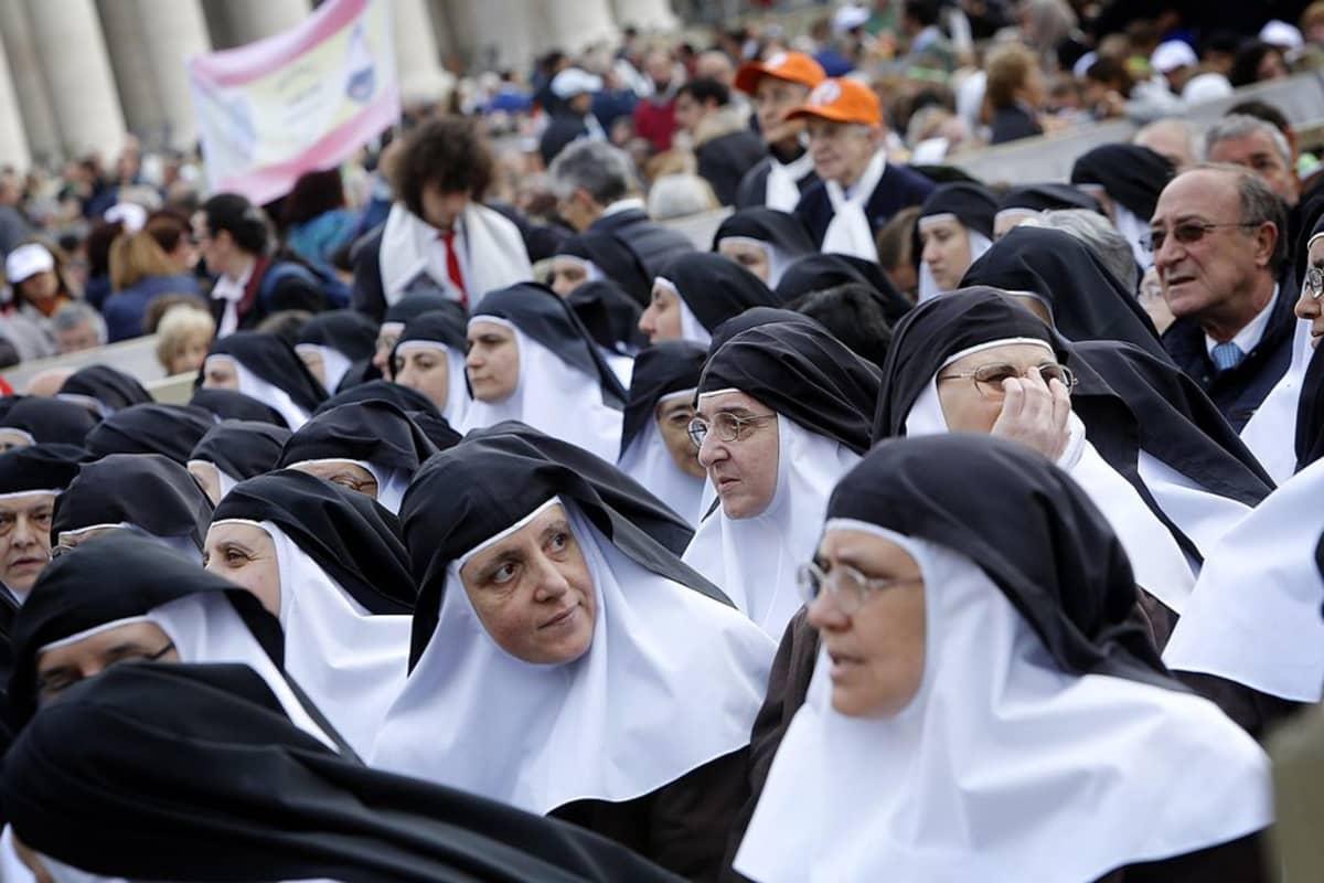 Nunnia Vatikaanin edustalla