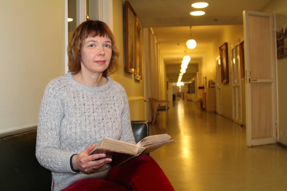 Helsingin yliopiston suomenkielen lehtori Terhi Ainiala.