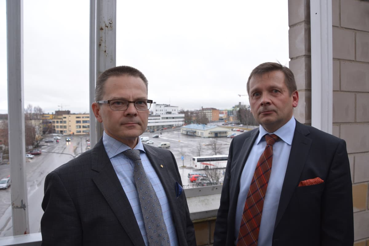 Aluejohtajat Mikael Snellman Lemminkäiseltä ja Jari Alanen Keskolta.