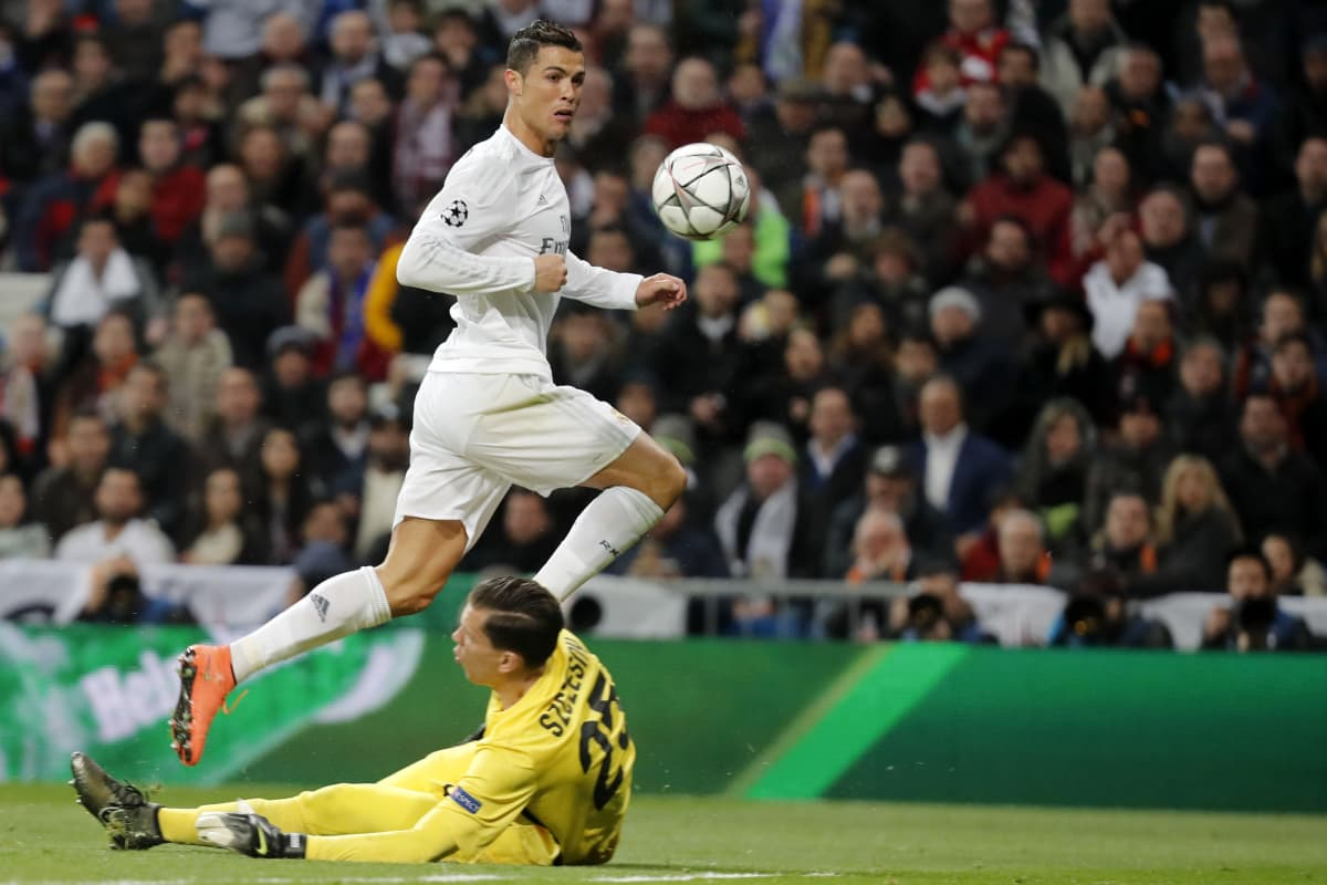 Realin Cristiano Ronaldo ja Roman maalivahti Wojciech Szczesny