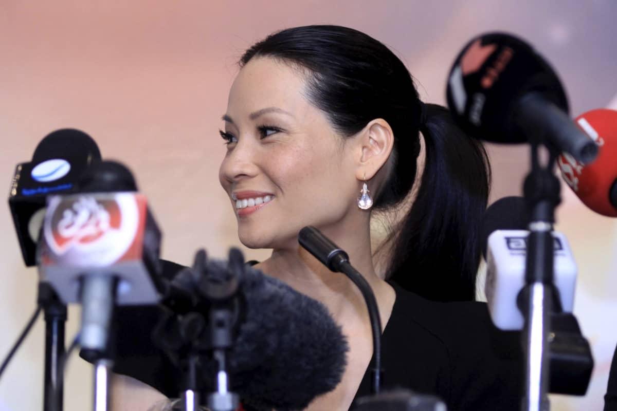 Näyttelijä Lucy Liu lehdistötilaisuudessa
