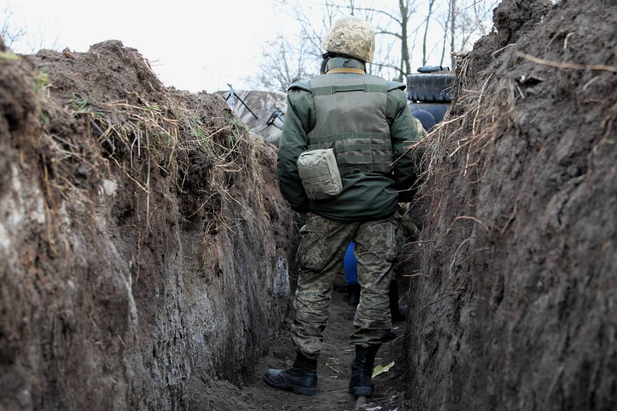 Itä-Ukrainan rintama on täynnä juoksuhautoja ja poteroita.