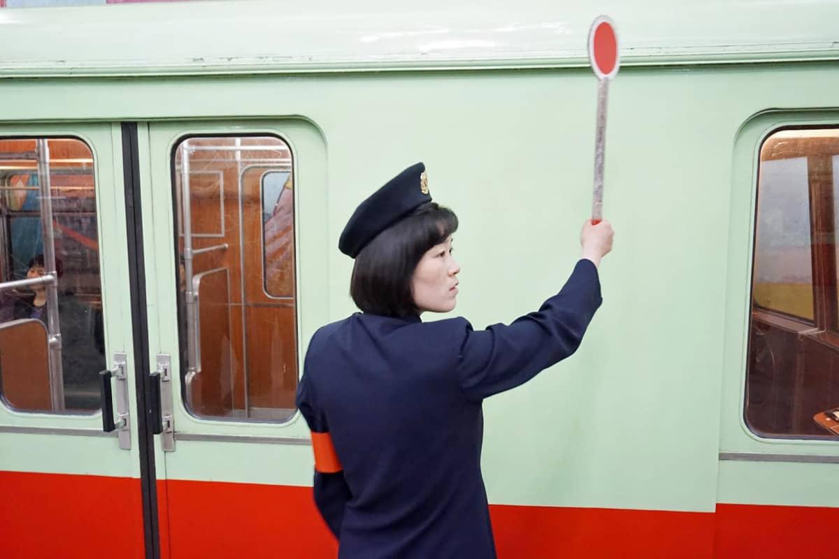 Metron kalusto on pääosin vanhoja Saksasta ostettuja vaunuja.