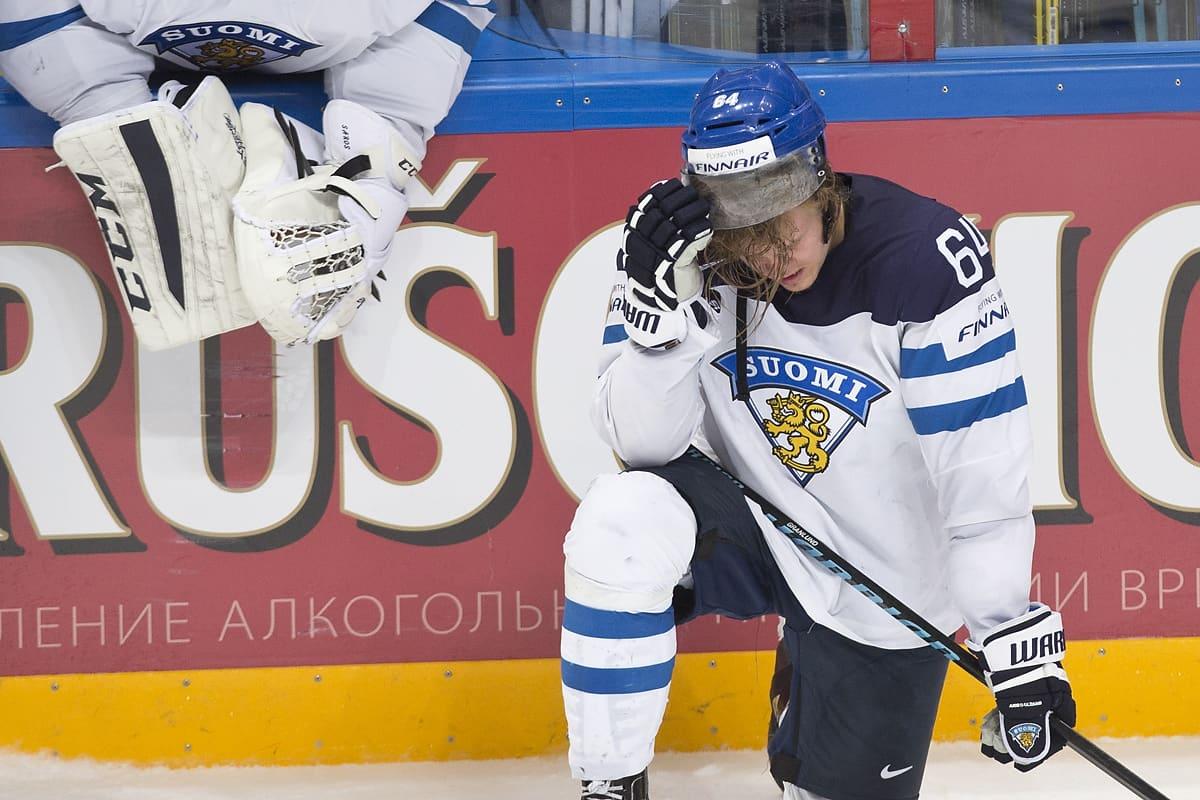 Mikael Granlund pettyneenä kaukalossa