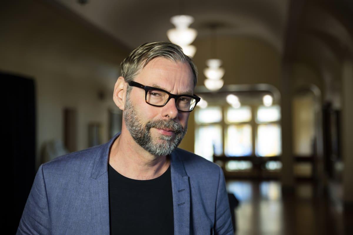 Kansallisteatterin johtaja Mika Myllyaho.