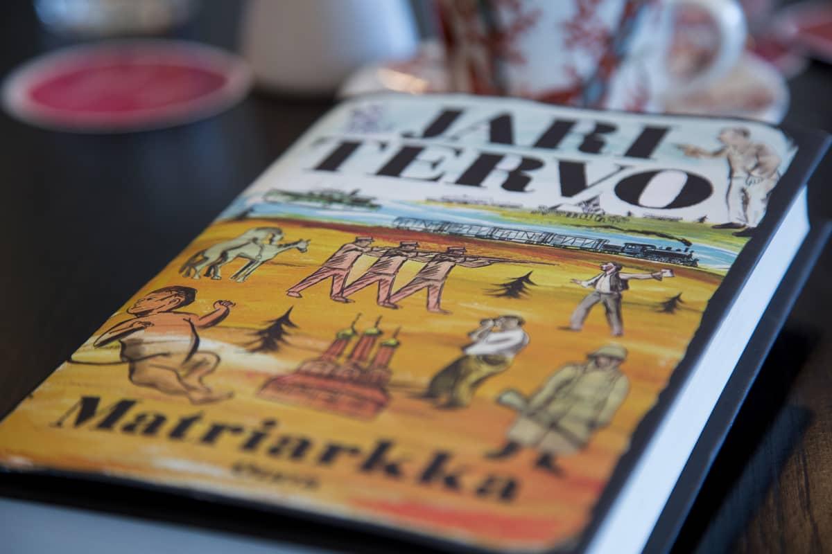 Jari Tervon kirja Matriarkka.