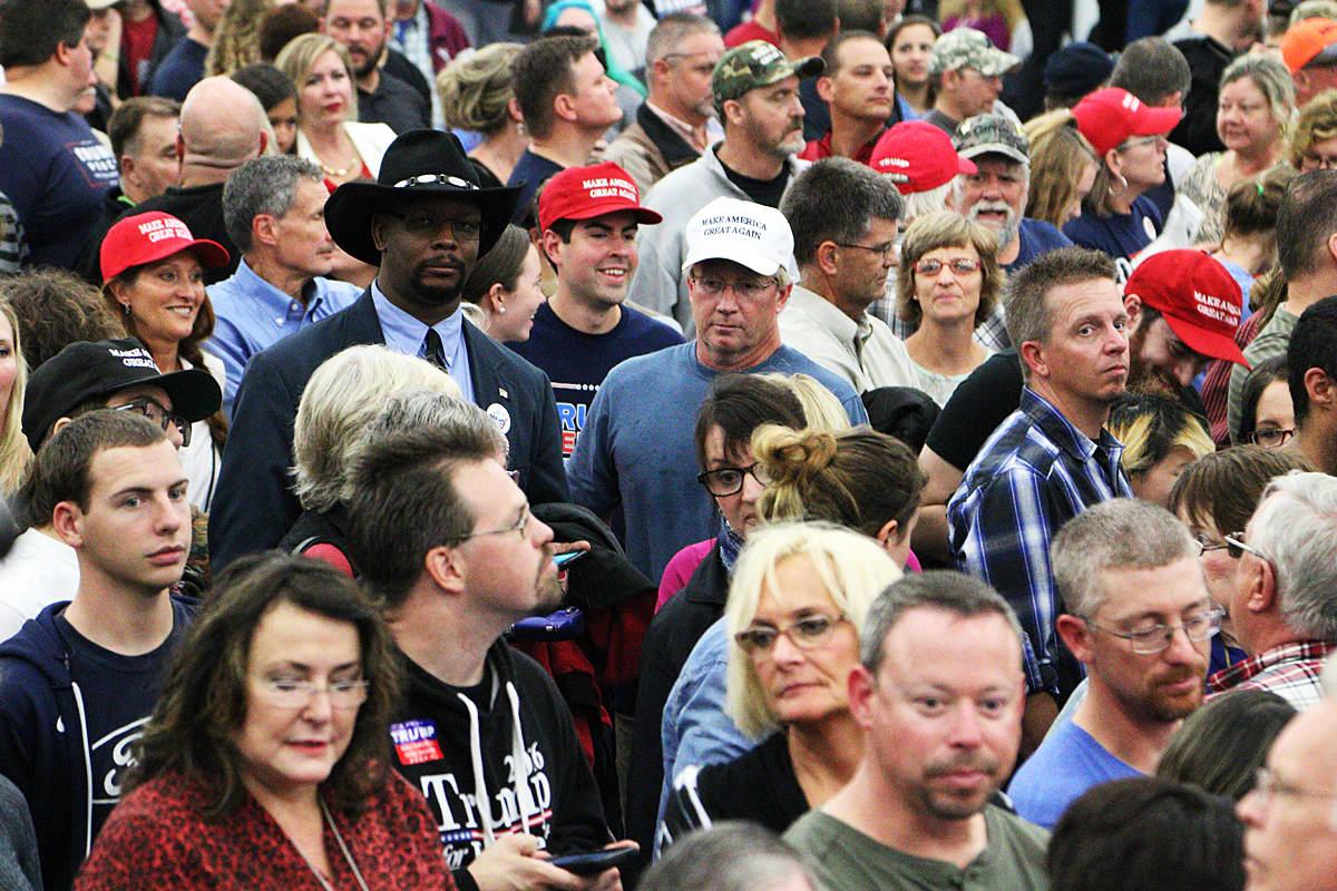 Donald Trumpin kannattajia vaalitilaisuudessa.