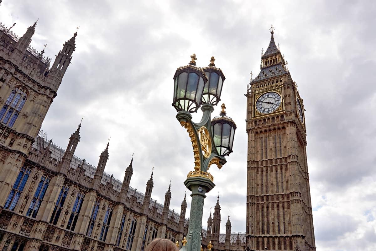 Britannian parlamenttirakennus Lontoossa.